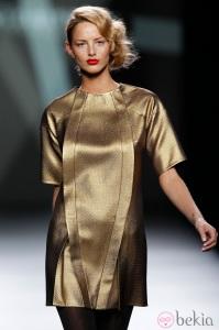 16787_desfile-devota-y-lomba-fashion-week-madrid-vestido-dorado