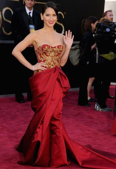 olivia_munn_red_dress_oscars_2013_red_carpet_18ilaut-18ilavu