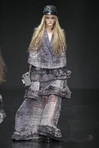 roberto-cavalli-otonoinvierno-2012-2013-falda-larga-y-chaqueta-recta-estampada