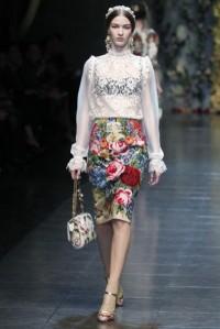 dolcegabbana-otonoinvierno-2012-2013-falda-de-tubo-estampado-floral-con-blusa-blanca