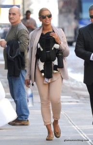 beyonce-blue-ivy-new-york-city-charlotte-olympia-kitty-leopard-flats-little-marc-jacobs-baby-mouse-shoes-in-gold-glamazons-blog