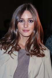 Olivia-Palermo-Shiny-Long-Wavy-Cut