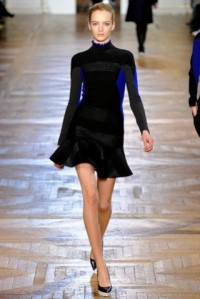 stella-mccartney-otonoinvierno-2012-2013-vestido-corto-negro-con-detalles-en-azu