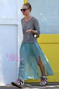 kate-bosworth-byron-and-tracey-salon-isabel-marant-sneakers__oPt