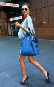 miranda-kerr-prada-shopping-bag