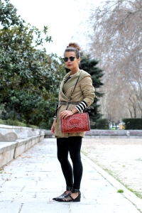 Strappy_Sandals-Cangrejera_Sandalia-Parka-Striped-Outfit-Street_Style-Collage_Vintage-1