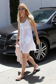 gwyneth-paltrow-and-zimmerman-carnival-cotton-dress-gallery