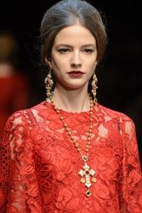 Dolce-Gabbana-Fall-Winter-2013-2014-Milán-Red-12