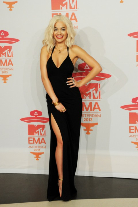 Rita-Ora-in-Calvin-Klein-MTV-EMAs-2013-Photo-Room-4-600x902