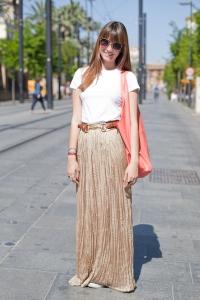 hola-street-style-falda-larga-dorada-full