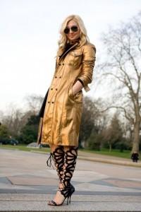 lfw-2013-streetstyle-abrigo-dorado-y-sandalias