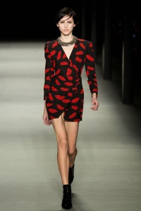 yves_saint_laurent_pasarela_85607122_683x