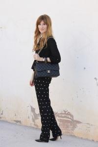 looks-outfit-street_style-chanel-jumbo-blusa_negra-pantalón_lunares-stilettos-pura_lopez-a_trendy_life-working_outfit-5