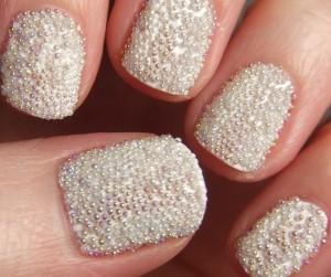 uñas-caviar-blancas-300x251