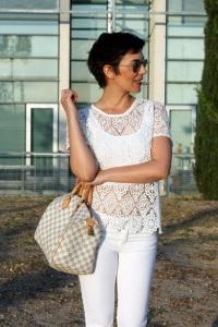 ohmyblog blogger outfit all white combinar top de crochet camiseta encaje total white look streetstyle short hair pixie cut louis vuitton speedy damier (6)