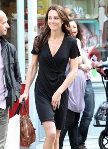 Kate-Middleton-shopping-black-dress