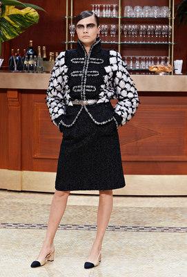falda-y-abrigo-chanel-moda-2015-2016
